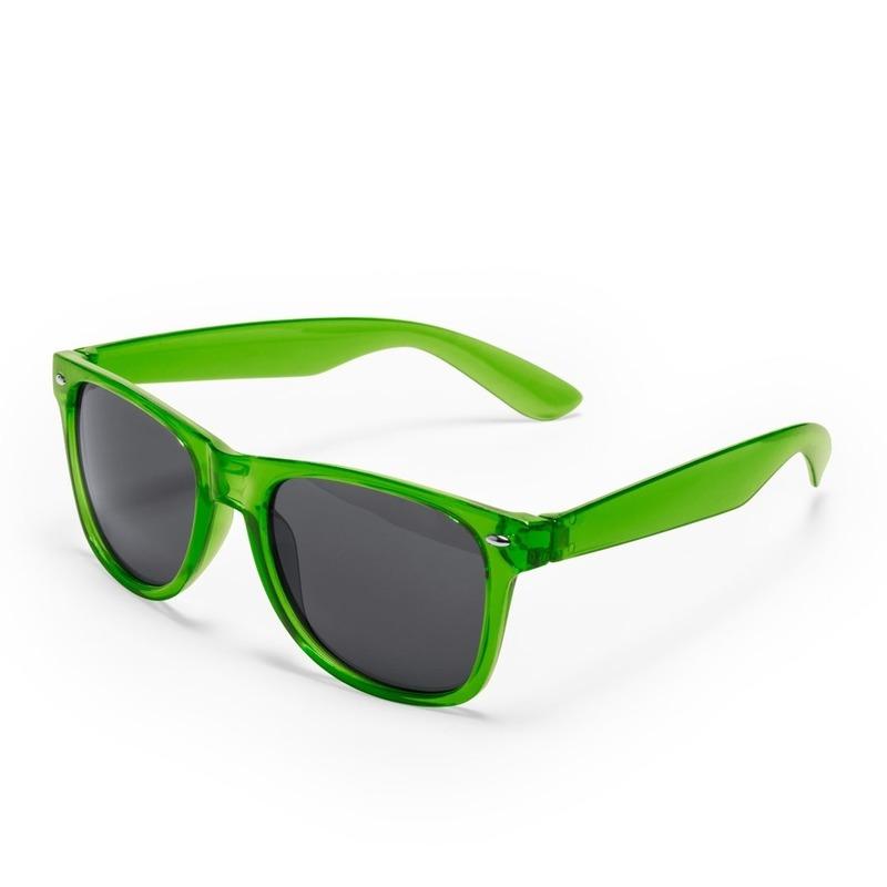 a53fb1bbb7f223 Groene verkleed zonnebril met uv400 bescherming in een klassiek ontwerp met  zwarte glazen. verkleedkleding .